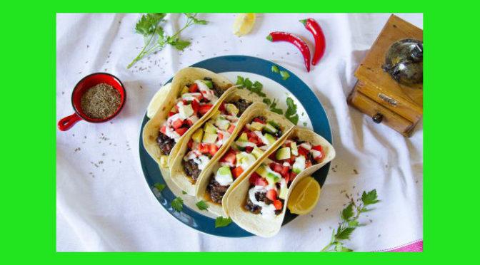 (Italiano) Chili vegetariano sulle tortillas